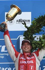 Роб Хафф на LADA выиграл финальную гонку Чемпионата мира по турингу