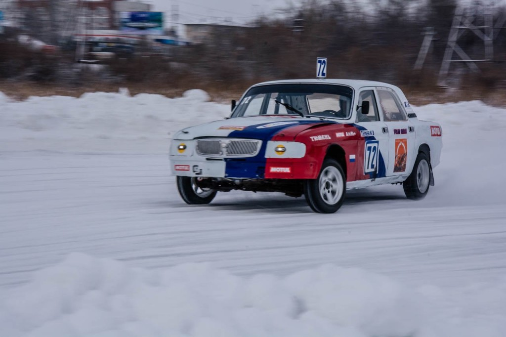Фоторепортаж: трековые гонки на льду в Тюмени